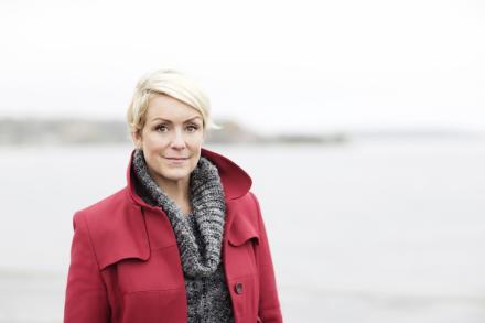 Karin Adelsköld. Komiker, teknikjournalist, författare, föreläsare och webbentrepenör